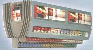 Cigarettställ för upphängning över kassa eller försäljningsdisk
