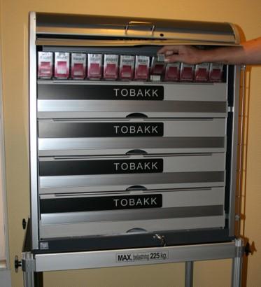 """Tobaks- Cigarettställ designat för """"Dark Market"""""""